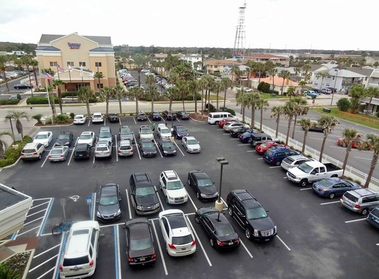 Courtyard by Marriott Jacksonville Beach Oceanfront: Parking and neighborhood