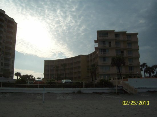 Lexington Inn & Suites: Beach front