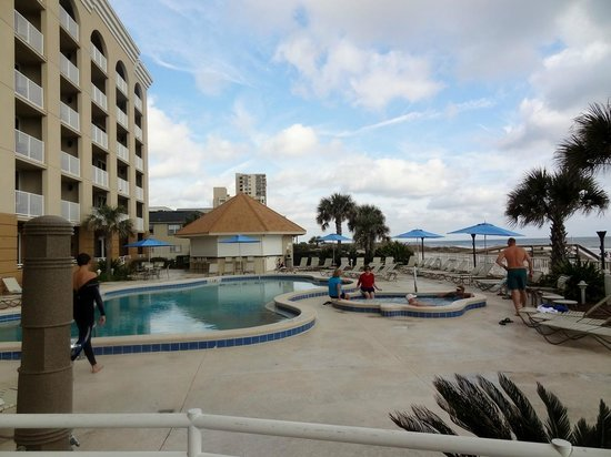 Courtyard by Marriott Jacksonville Beach Oceanfront: Pool area