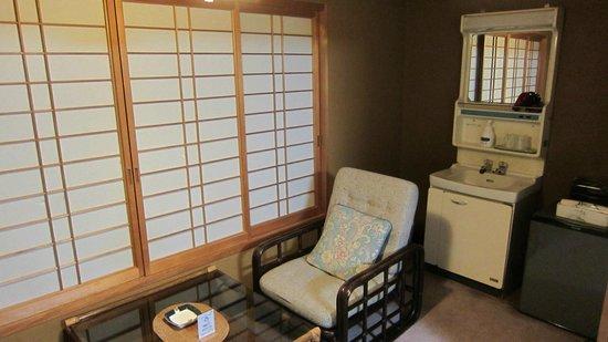 Satsuki:                   洗面が部屋にあります