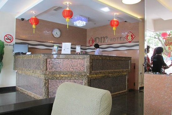 DM Hotel: Over view of the Reception Counter