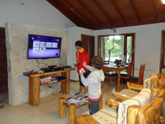 Bosque del Nahuel:                   SALON DE JUEGOS Y QUINCHO