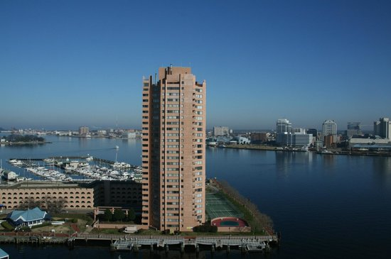 Renaissance Portsmouth-Norfolk Waterfront Hotel:                   Great view from 17th Floor Room