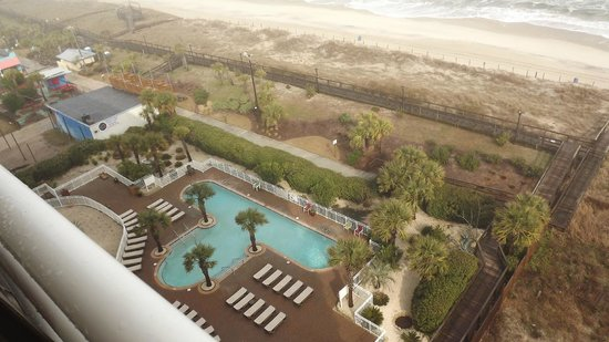 Courtyard by Marriott Carolina Beach: View of pool and beach from our room