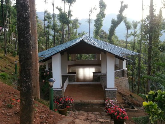Kaivalyam Retreat: yoga hut