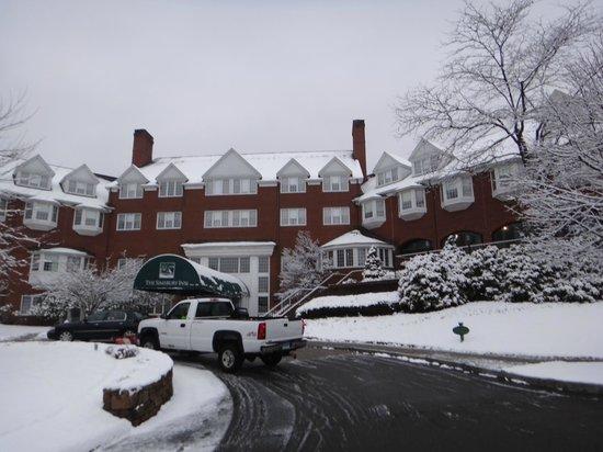 The Simsbury Inn:                   Frente del hotel