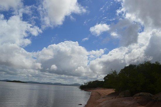 Farol de Itapuã:                   Praia das Pombas-Reserva Ambiental de Itapuã