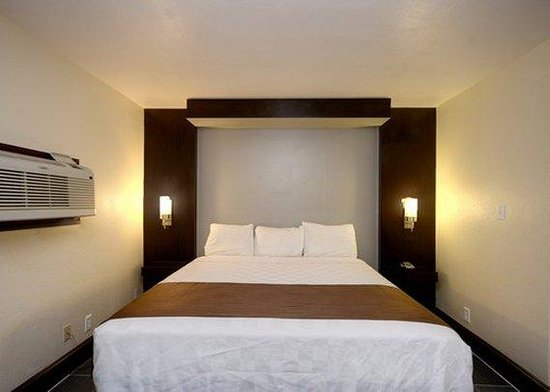 Rodeway Inn & Suites Medical Center: guest room