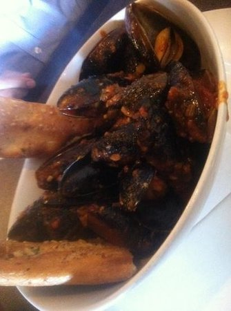Play Pizzeria and Pub:                   mussels