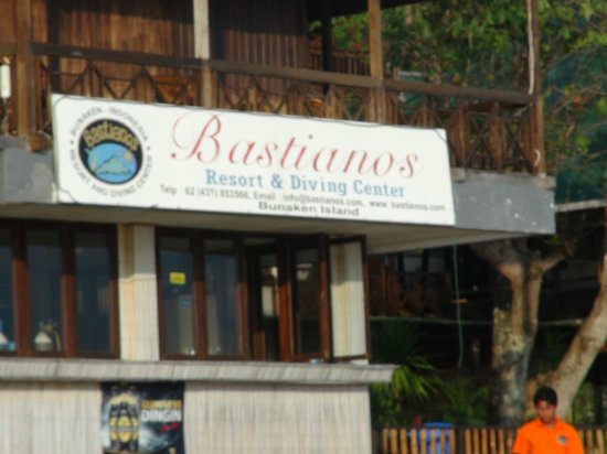 Bastianos Dive Resort:                   Diving Center