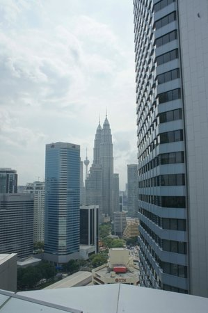 DoubleTree by Hilton Hotel Kuala Lumpur: Day view of Petronas Twin Tower from Terrace