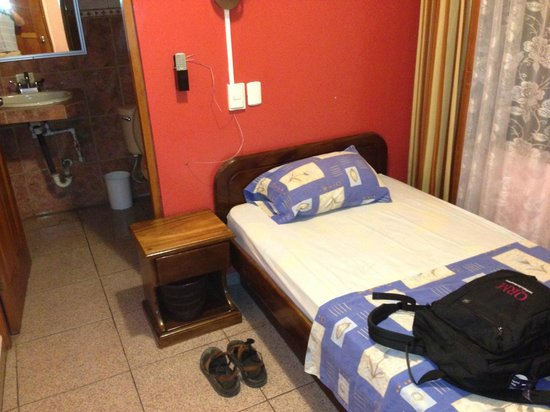 Hotel Las Flores:                                     Single room