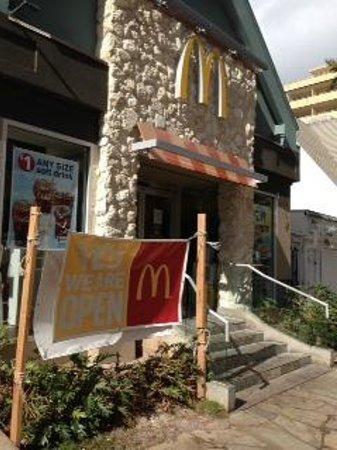 McDonald's:                   クヒオ通りのマック