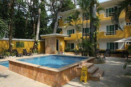 Hotel Chablis Palenque: Innenhof mit Pool