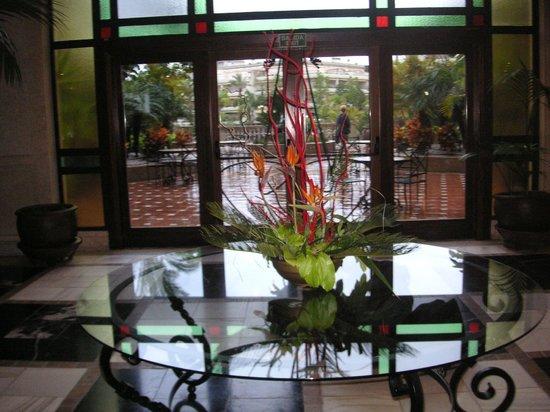 Barcelo Marbella: Lobby Richtung Gartenbereich