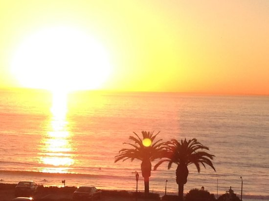 L'Auberge Del Mar: Actual picture from our balcony at sunset! Room 319!