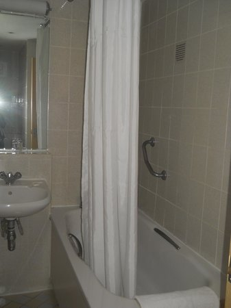Holiday Inn London - Kensington High Street:                   Il bagno
