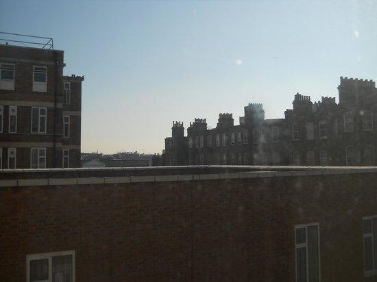 Holiday Inn London - Kensington :                   La vista dalla camera