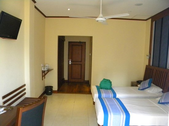 Colombo City Hotel:                   Room 204