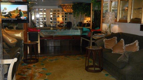 Diamond City Hotel: pool view