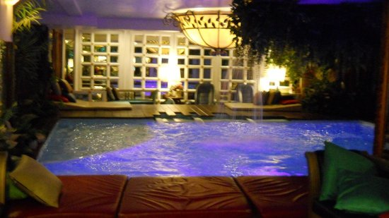 Diamond City Hotel: pool