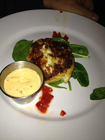 Phil's 41: Yummy crab cake appetizer