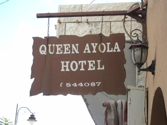 Queen Ayola Hotel: Street signage