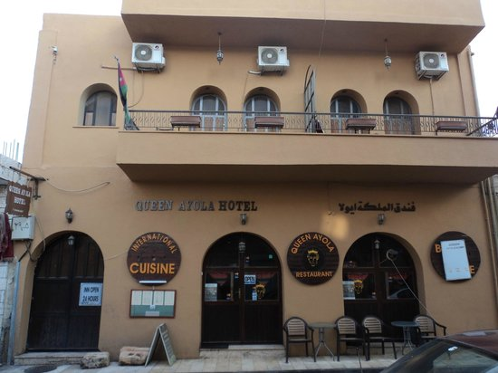 Queen Ayola Hotel: Street view