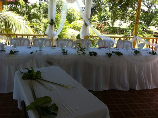 Percy's Riverside Retreat : Our beautiful head table