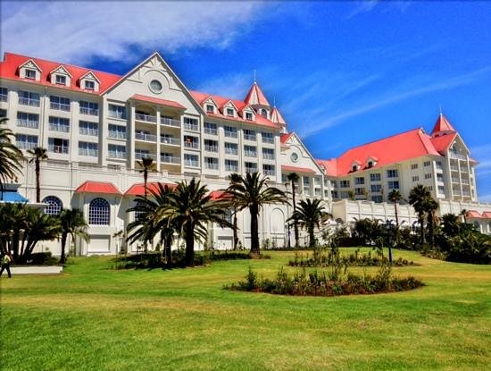The Boardwalk Hotel:                   Front view