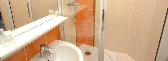 Le Volney : Salle de bains chambre 208