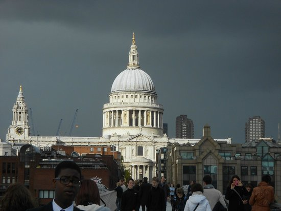 Millennium Bridge : Awesome St. Paul's Cathedral seen from M.Bridge