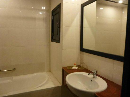 Claremont Angkor Boutique Hotel: Salle de bains