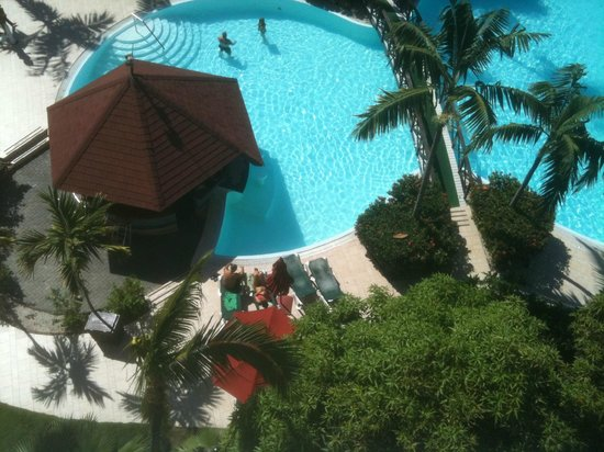 Sonesta Maho Beach Resort, Casino & Spa: Pool, swim up bar