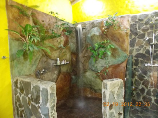 Hotel Mountain Paradise:                   bathroom