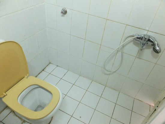 Sharjah Heritage Hostel :                   hot water at all times but very difficult to take a shower in such a place