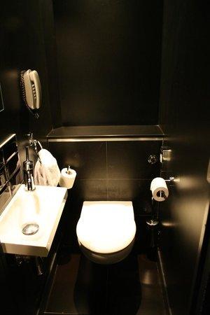 Hotel Sublim Eiffel: Toilet