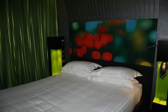 Hotel Sublim Eiffel: Bed
