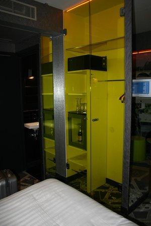 Hotel Sublim Eiffel: Wardrobe
