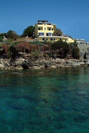 Albergo Miramare: Hotel visto dal mare