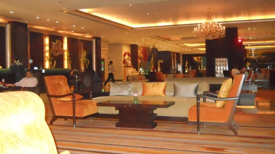 Holiday Inn Bangkok Silom: lobby