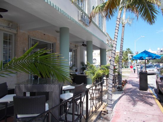 La Flora:                   Hotel veranda on Collins Avenue