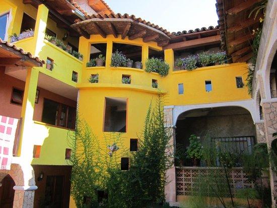 Posada San Luis:                   Main jardin