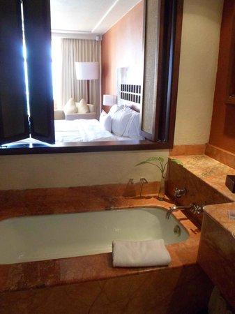 Westin Resort & Spa Puerto Vallarta:                   bath