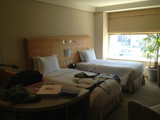 Hilton Sao Paulo Morumbi: Looking from front door/closet area out