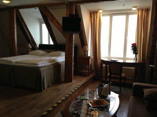 Hotel CRU:                   Bedroom