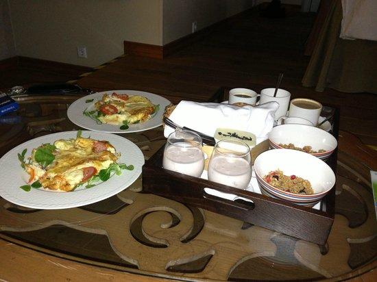 Hotel CRU:                   Breakfast in the room