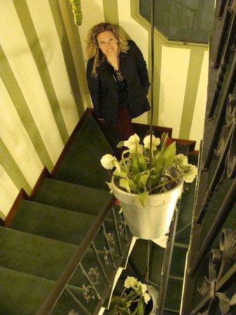 Duca D'Alba Hotel:                   Escaleras acceso habitaciones