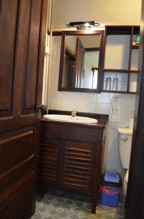 Villa Senesouk:                   Bathroom