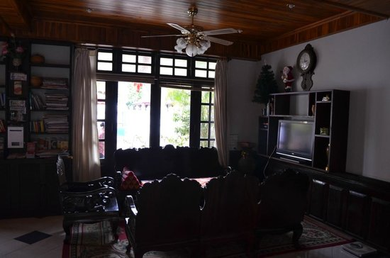 Villa Senesouk:                   Lobby Area